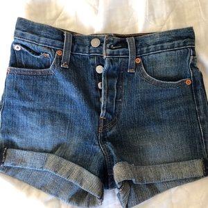 levis denim shorts size 24